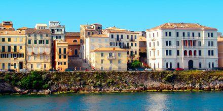 Gamlebyen i Korfu by sett fra sjøsiden