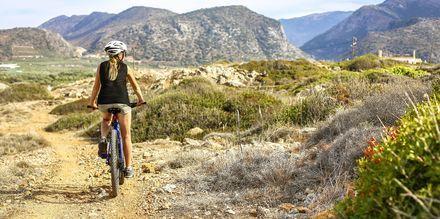 Kretas innland er vakkert og kupert, noe som gjør det til et populært for sykling