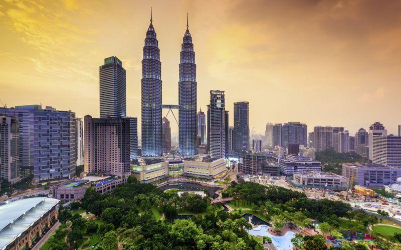 Kuala Lumpur i Malaysia har en fin blanding av storby og tropiske grøntområder.