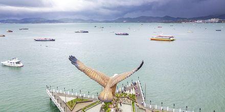 Dataran Helang (eagle square). Et landemerke på sin egen øy på Langkawi.