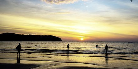 Solnedgang sett fra stranden Pantai Tengah, Langkawi, Malaysia.