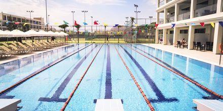 Det nye 25-meters bassenget og den nye sidebygningen