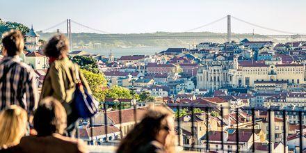 Utsikten fra en utsiktsplass i Lisboa, Portugal.