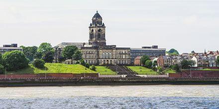 Liverpool ved elven Mersey.
