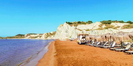 Xi Beach er langgrunn og ligger 10 kilometer fra Lixouri