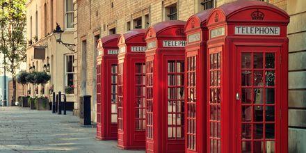 De karakteristiske, røde telefonkioskene holder stand mot mobiltelefonene