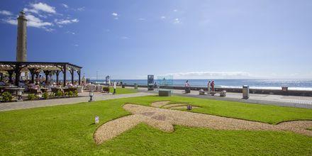 Strandpromenaden nedenfor hotellet