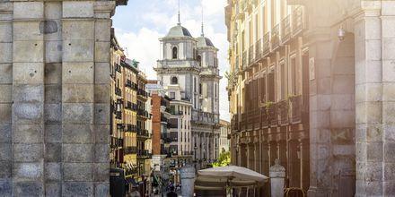 Det er en blandet arkitektur i Madrid. Men i de eldre delene er godt bevarte.