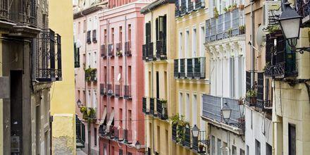 Bydelen Lavapies er et fargerikt område med en multikulturell følelse. Vel verdt et besøk.