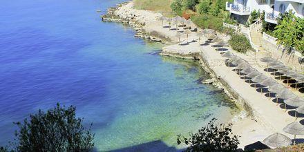Badeplatået og stranden ved hotellet