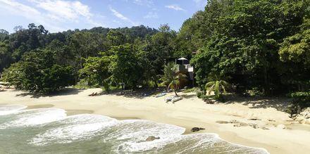 Herlig strand i nærheten av Ritz Carlton Resort på Langkawi.