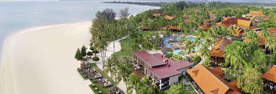 Tradisjonelle bungalows på Meritus Pelangi Beach & Spa Resort på vakre og populære Cenang Beach, Langkawi.