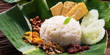 Nasi lemak, en av nasjonalrettene i Malaysia.
