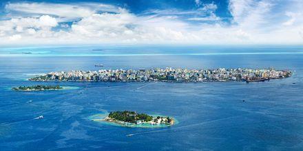 Du ankommer hovedstaden Male på hovedøya før du flyr eller seiler videre til din øy.
