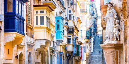 En bydel i Valletta på Malta. De fargerike balkongene er helt typiske for Malta.
