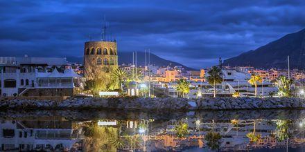 Festlige Puerto Banús Marbella om kvelden.