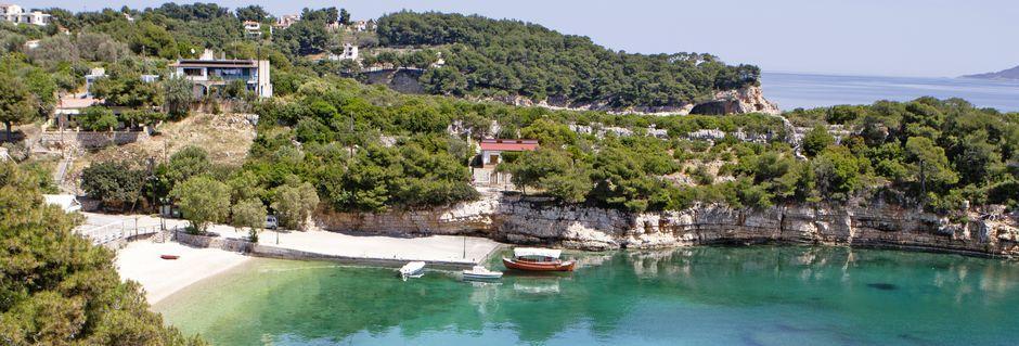 Utsikten mot stranden fra hotell Marilena på Alonissos, Hellas