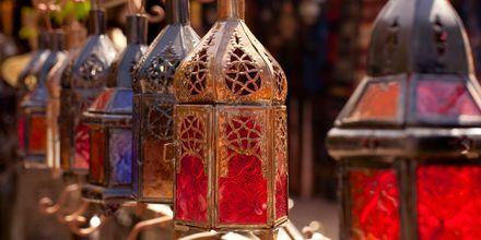 Vakre lykter på markedet  i Marrakech i Marokko