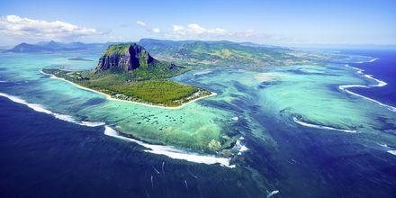 Mauritius, sett ovenfra – med sitt vakre hav og korallrev.