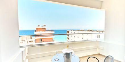 Balkong med havutsikt på hotell Alexia Premier City i Rhodos by.