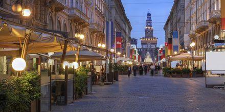 Kveldsstemning i Milanos gater