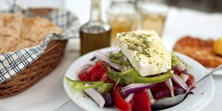 Gresk salat på Mykonos, Hellas.