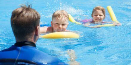Svømmeskole på hotellet