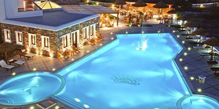 Kveldsstemning i bassengområdet – Naxos Resort på Naxos