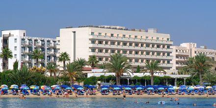Stranden ved hotellet på hotell Nelia Beach i Ayia Napa, Kypros.