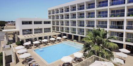 Bassengområdet på hotell Nelia Garden, Ayia Napa, Kypros