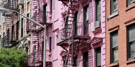 Fargerike fasader i SoHo i New York.