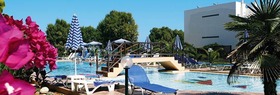 Ninemia Beach i Agia Marina på Kreta