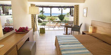 Dobbeltrom i bungalow på Hotell Nissi Beach i Ayia Napa, Kypros.