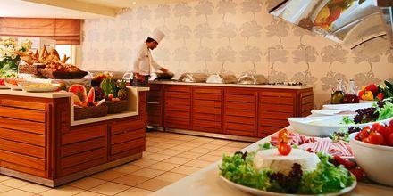 Bufférestauranten på Hotell Nissi Beach i Ayia Napa, Kypros.