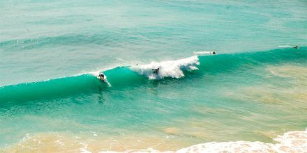 Fine surfebølger på Nusa Dua