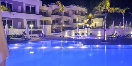 Bassengområde på hotell Oceanis Park i Ixia på Rhodos, Hellas.