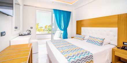 Dobbeltrom på hotell Oceanis Park i Ixia på Rhodos, Hellas.