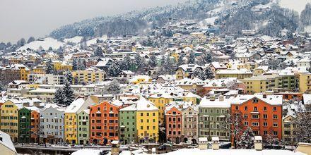 Herlig vinterlandskap i Innsbruck, Østerrike.