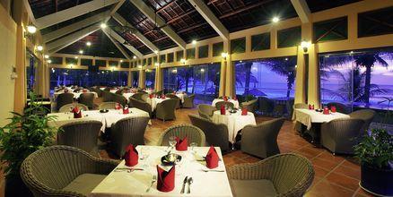Restauranten Sun terrace som ligger ved bassenget