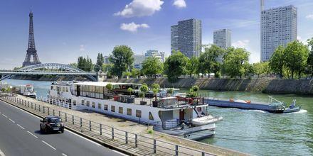 Båttur på elven Seinen i Paris, Frankrike.