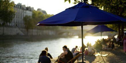 """Strandfølelse langs Seinen, bedre kjent som """"Paris plages"""" (Paris' strender) hver sommer"""