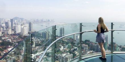 Sky Bridge på toppen av Komtar Tower i George town, Penang.