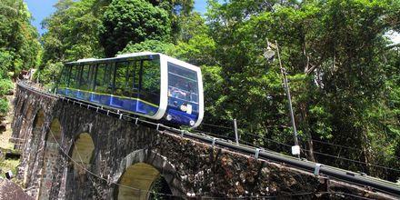 Verdens bratteste kabelbane på vei opp til Penang Hill. Rask og effektiv!