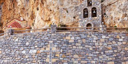 I området rundt Plakias er det flere severdigheter, blant annet dette vesle kapellet som er bygd inn i fjellet.