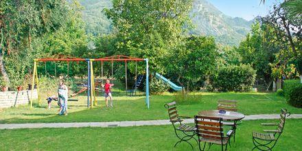 Lekeplassen i den frodige hagen – Poseidon i Agios Gordis på Korfu
