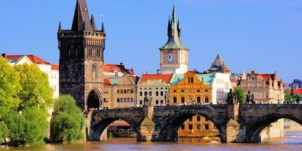 Den berømte Karlsbroen i Praha, Tsjekkia.