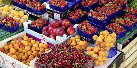 Frisk frukt på markedet med 300 år gamle tradisjoner