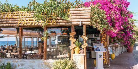 Pittoreske tavernaer ved kysten