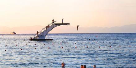 Hoppetårnet på Elli Beach