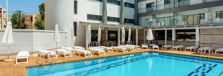 Bassengområdet på hotell Rhodos Horizon City.